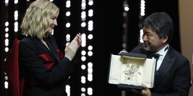 """Le Japonais Kore-Eda remporte la palme d'or 2018 avec son """"Affaire de famille"""""""