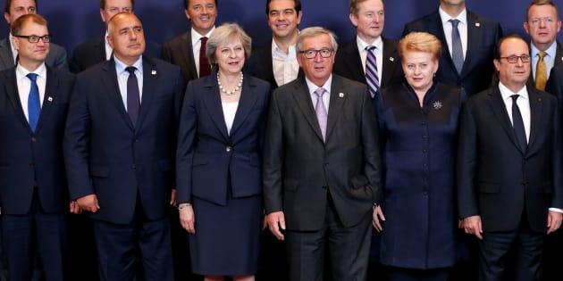 Le Premier ministre de Finlande Juha Sipila, de Bulgarie Boyko Borisov, du Royaume-Uni Theresa May, le Président de la Commission européenne Jean-Claude Juncker, la Présidente de Lituanie Dalia Grybauskaite et le Président François Hollande durant le sommet européen du 20 octobre 2016 à Bruxelles.