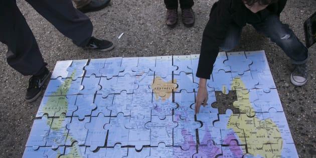 Un puzzle de un mapa del mundo.