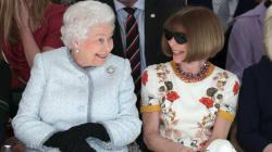 La reine d'Angleterre est restée très classique pour sa première à la Fashion Week de