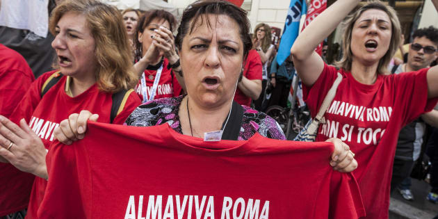 SANTI APOSTOLI SQUARE, ROME, ITALY - 2016/05/27: Call center employees of Almaviva Contact Spa rally in Santi Apostoli Square to protest against the 3000 layoffs declared by Almaviva CEO Marco Tripi in Rome, Italy . (Photo by Giuseppe Ciccia/Pacific Press/LightRocket via Getty Images)