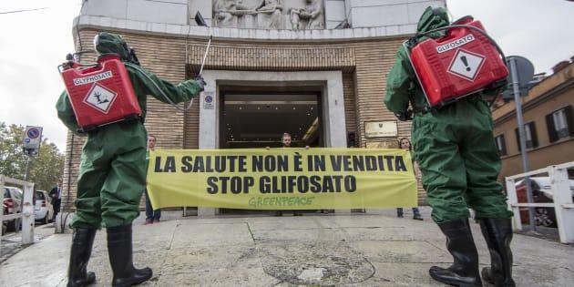 Glifosato: la Ue proroga per 5 anni, l'Italia vota contro