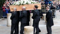 Des centaines de proches font leurs adieux à Stephen