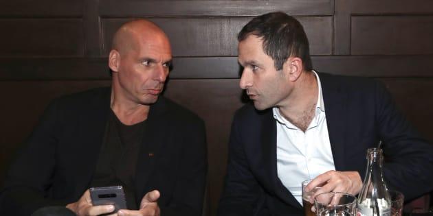 Yanis Varoufakis et Benoît Hamon à Paris le 21 janvier 2018.