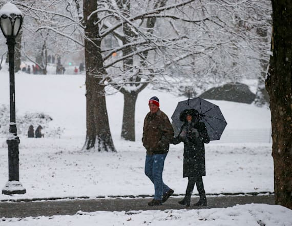 Winter storm continues to snarl travel in Northeast