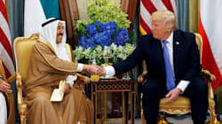 I 3 gesti controversi della visita di Trump (e Melania) in Arabia
