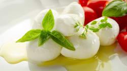 Guerra della mozzarella fra Campania e Puglia. De Luca: