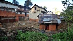 Mueren una nepalí y sus dos hijos por la tradición que echa de casa a la mujer durante la