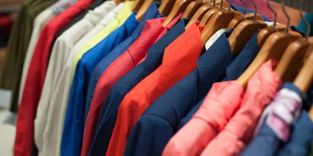 Les vêtements vendus en magasin, au même titre que les meubles ou les aliments, pourraient se voir apposés le fameux Toxi-Score sur leur étiquette.