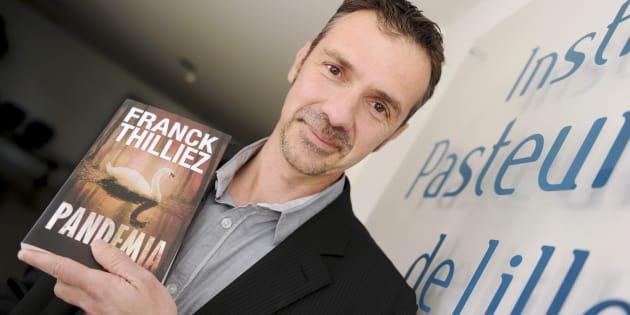 """Franck Thilliez poses lors de la présentation de """"Pandemia""""."""