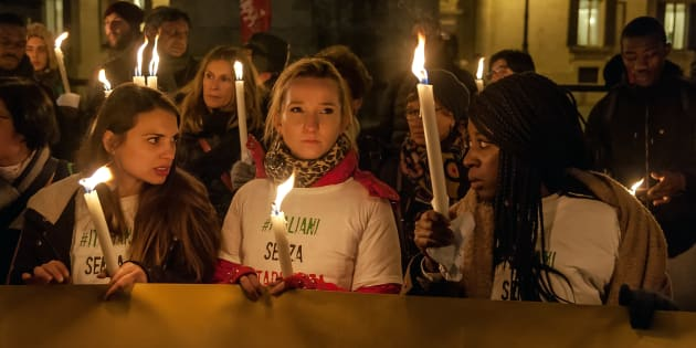 ROME, ITALY - DECEMBER 20: Torchlight in front of the Chamber of Deputies  to ask for the approval of the law on Ius Soli, the right of citizenship for migrants born or raised in Italyon December 20, 2017 in Rome, Italy.  (Photo by Stefano Montesi - Corbis/Corbis via Getty Images)