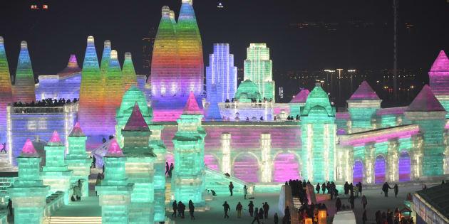 Ces sculptures de glace illuminées sont à couper le souffle.