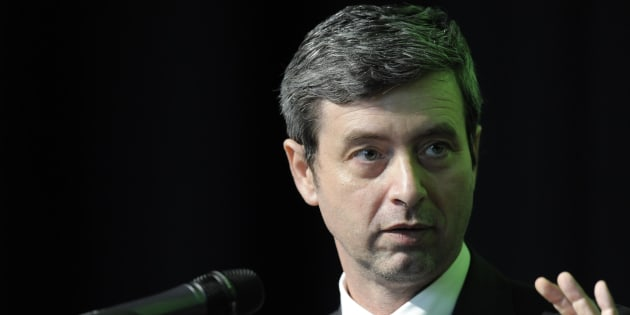 Rifiuti a Roma: scontro e accuse reciproche fra Renzi e Grillo