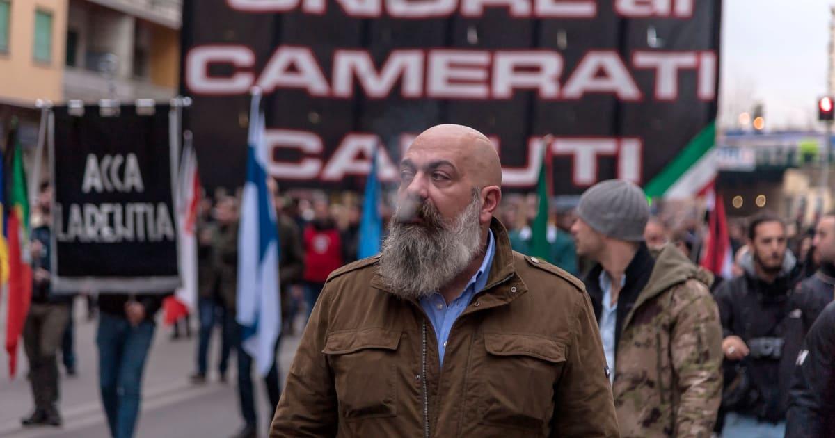 Fascisti a montecitorio casapound lancia il suo programma for Diretta dalla camera dei deputati