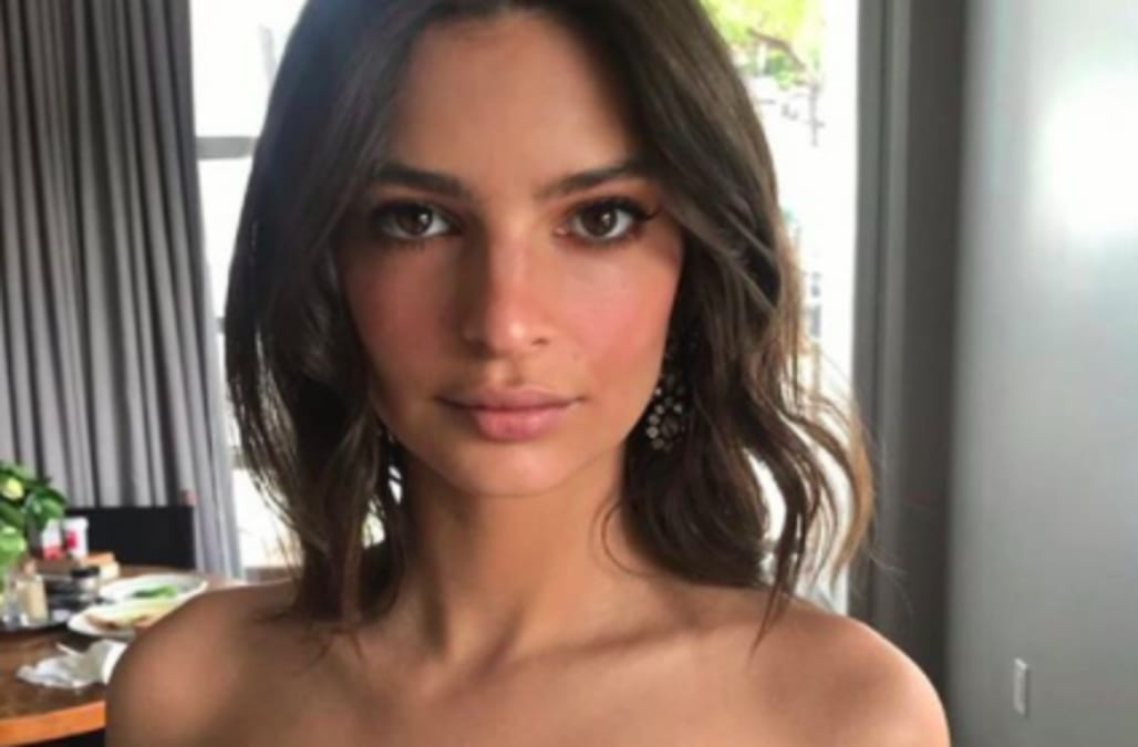"""c620b34ab Emily Ratajkowski certainly knows how to """"flash"""" her wedding bling! The  26-year-old supermodel took to Instagram on Saturday to show off her new  gold ..."""