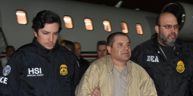 """Joaquin """"ElChapo"""" Guzman à son arrivée à l'aéroport Long Island MacArthur, à New York, où il a été extradé jeudi 19 janvier"""