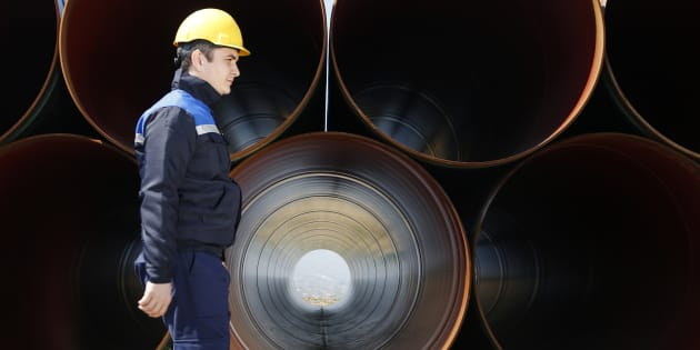 The United States says it will impose preliminary anti-dumping duties on large-diameter welded pipe from Canada and five other countries.