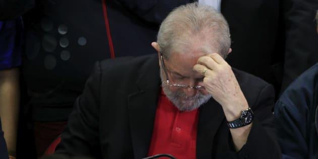 Lula tinha tudo para fazer que o Brasil deixasse de ser o país do futuro e se tornasse o país do presente.