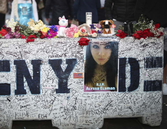 Dad of teen killed in Times Square pens moving note
