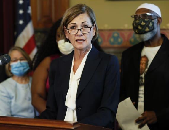 Iowa gov. signs order restoring felon voting rights