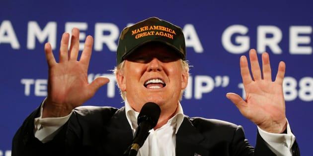 Republican presidential nominee Donald Trump holds a campaign event in Pensacola, Florida, U.S. November 2, 2016.   REUTERS/Carlo Allegri