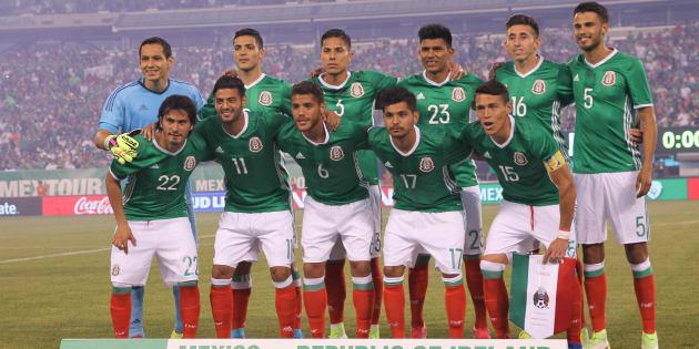 La Selección Mexicana antes del comienzo del partido contra la República de Irlanda en el MetLife Stadium en Nueva York, Estados Unidos, el 1 de julio de 2017.