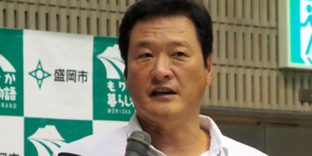 水球男子日本代表の合宿でインタビューに応じる大本洋嗣監督=5日、盛岡市
