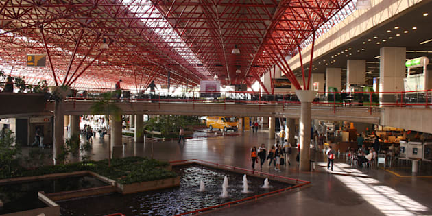 Aeroporto de Brasília teve problemas de combustível e voos cancelados neste domingo.