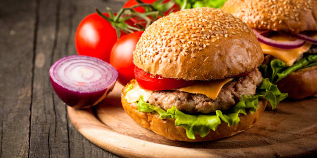 """El estudio encontró que una de las zonas que más """"sufre"""" con la producción masiva hamburguesas es la Amazonia"""