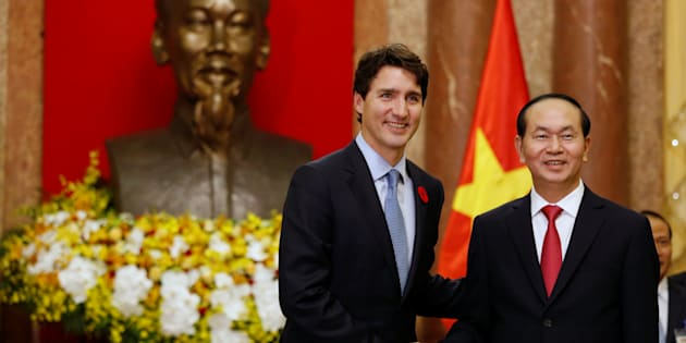 Prime Minister Justin Trudeau meets Vietnam's President Tran Dai Quang at the Presidential Palace in Hanoi, Vietnam on Nov. 8, 2017.