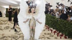 Katy Perry a bien failli s'envoler sur le tapis rouge du célèbre gala du