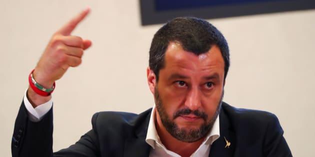 """Salvini va avanti sul decreto immigrati: """"Non si cambia"""