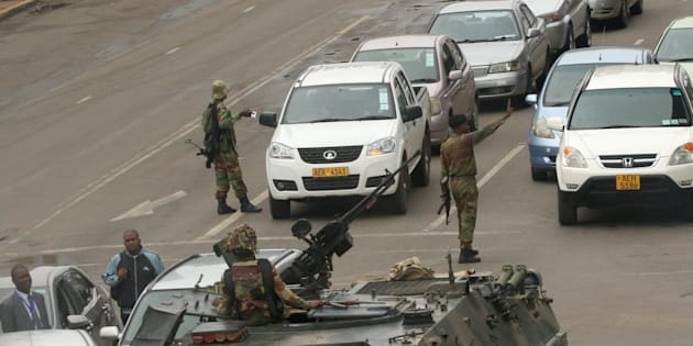 Military vehicles and soldiers patrol the streets in Harare, Zimbabwe, 15 November, 2017. REUTERS/Philimon Bulawayo