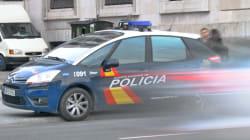 Detenido un hombre en Valencia tras agredir a su mujer, amenazar con tirar por el balcón a sus hijos y echarlos de
