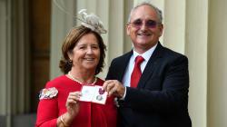 La familia de Ignacio Echeverría recoge la medalla de San
