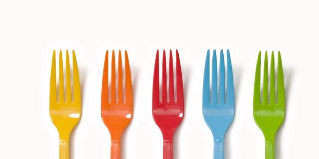 Tenedores de plástico.