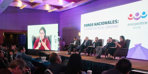 Hugo Eric Flores Cervantes, dirigente nacional del partido Encuentro Social, encabezó el foro sobre Economía del Conocimiento ante decenas de simpatizantes en un hotel paseo de la Reforma.