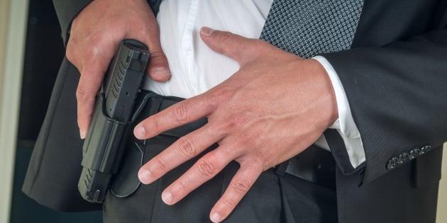 États-Unis: un professeur tire accidentellement avec son arme en classe, trois blessés.