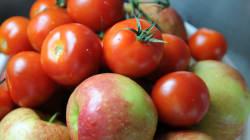 Due pomodori e tre mele al giorno riparano i polmoni degli