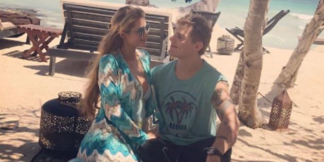 Paris Hilton en vacances avec son compagnon Chris Zylka sur les bords du Golfe du Mexique