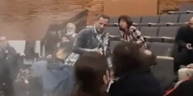 Le député LREM Adrien Taquet a été enfariné alors qu'il faisait une réunion publique à Toulouse.