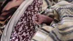 Mujer da a luz en caravana migrante estando en
