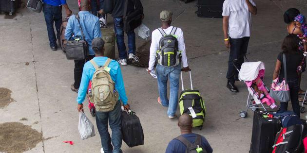 Photos d'archives de réfugiés arrivant au Stade olympique en août 2017.