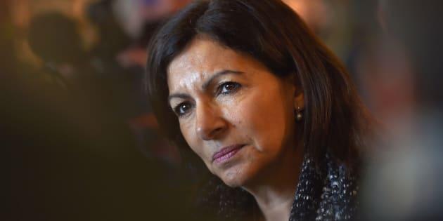 Anne Hidalgo se rendra au salon de l'auto de Genève pour casser son image anti-voiture.
