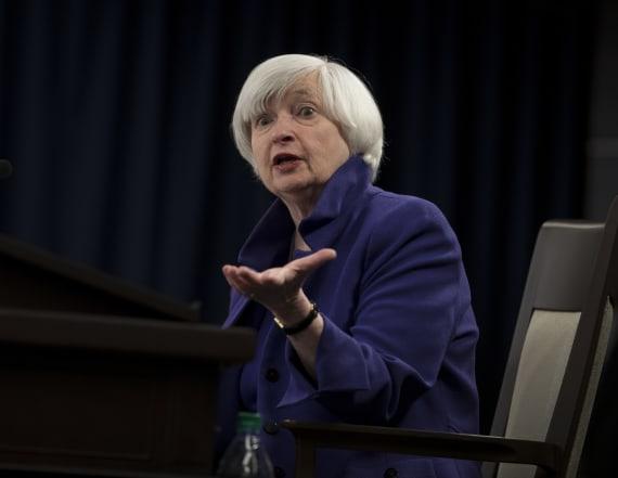 Former Fed chair criticizes Trump on economics