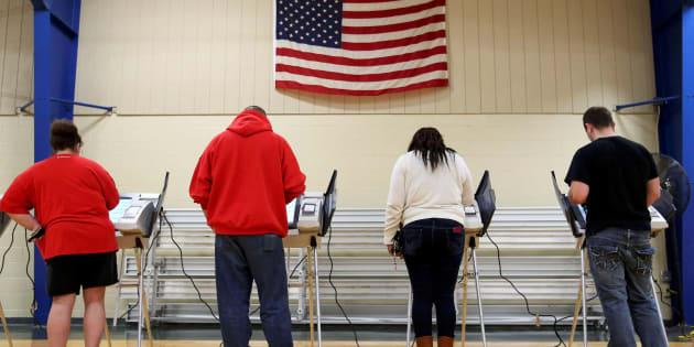 Des électeurs votent à Elyria, dans l'Ohio, le 8 novembre 2016.