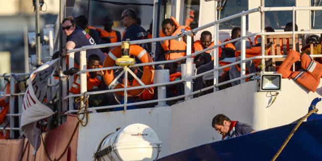 Le Lifeline avec plus de 200 migrants à son bord au port de La Valette, à Malte, le 27 juin