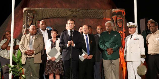 En Nouvelle-Calédonie, où il est arrivé jeudi 3 mai, Emmanuel Macron se risque à aller à Ouvéa (mais pas dans la grotte).