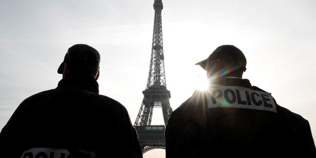 Huit hommes mis en examen après le coup de filet anti-terroriste en France et en Suisse.