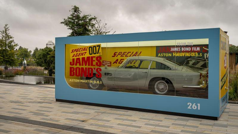 Aston Martin DB5 als lebensgroßes Spielzeugauto von Corgi für den 007-Film€
